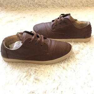 Toms || Faux Leather Brown Lace Up Shoes